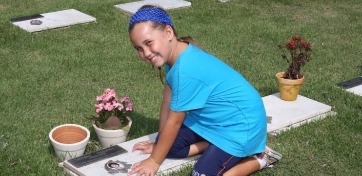 Fantástico: Giovanna aprendeu a ler nas lápides