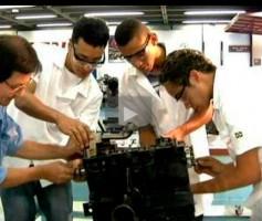 Sobram vagas em escolas técnicas e universidades